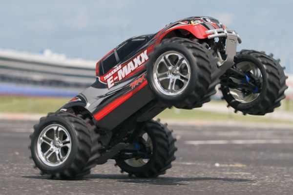 Монстр 110 Traxxas E-Maxx 2.4GHz RTR w2 7-Cell Batteries