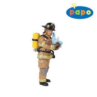 Желтый американский пожарный с ребенком